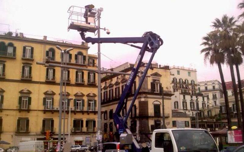 Autoscala per manutenzione illuminazione pubblica