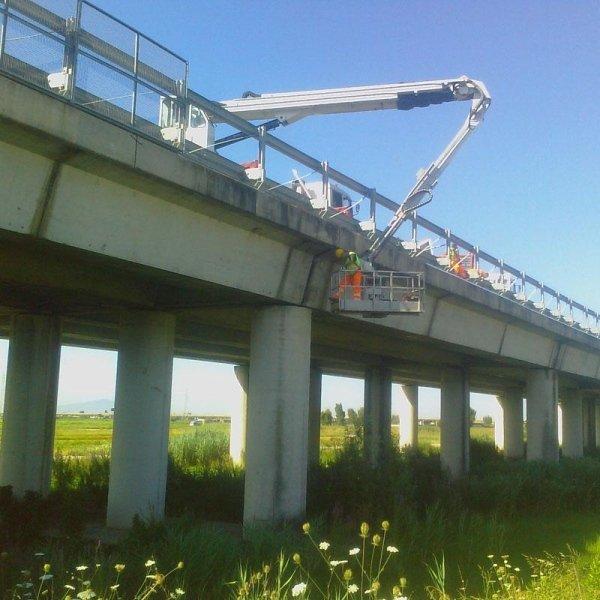 Noleggio cestello aereo per manutenzione ponti