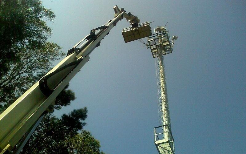 Cestello aereo per intervento su pilone illuminazione