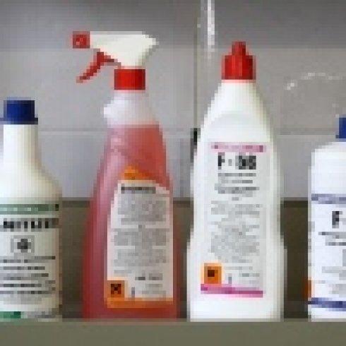 Detergenti, prodotti chimici, deodoranti liquidi