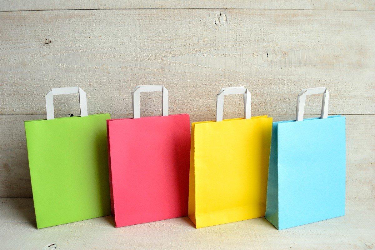 tre borse di carte colorate