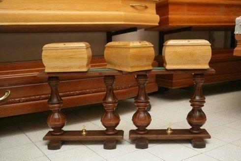 delle urne in legno