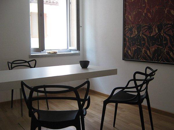 tavolo bianco con 3 sedie