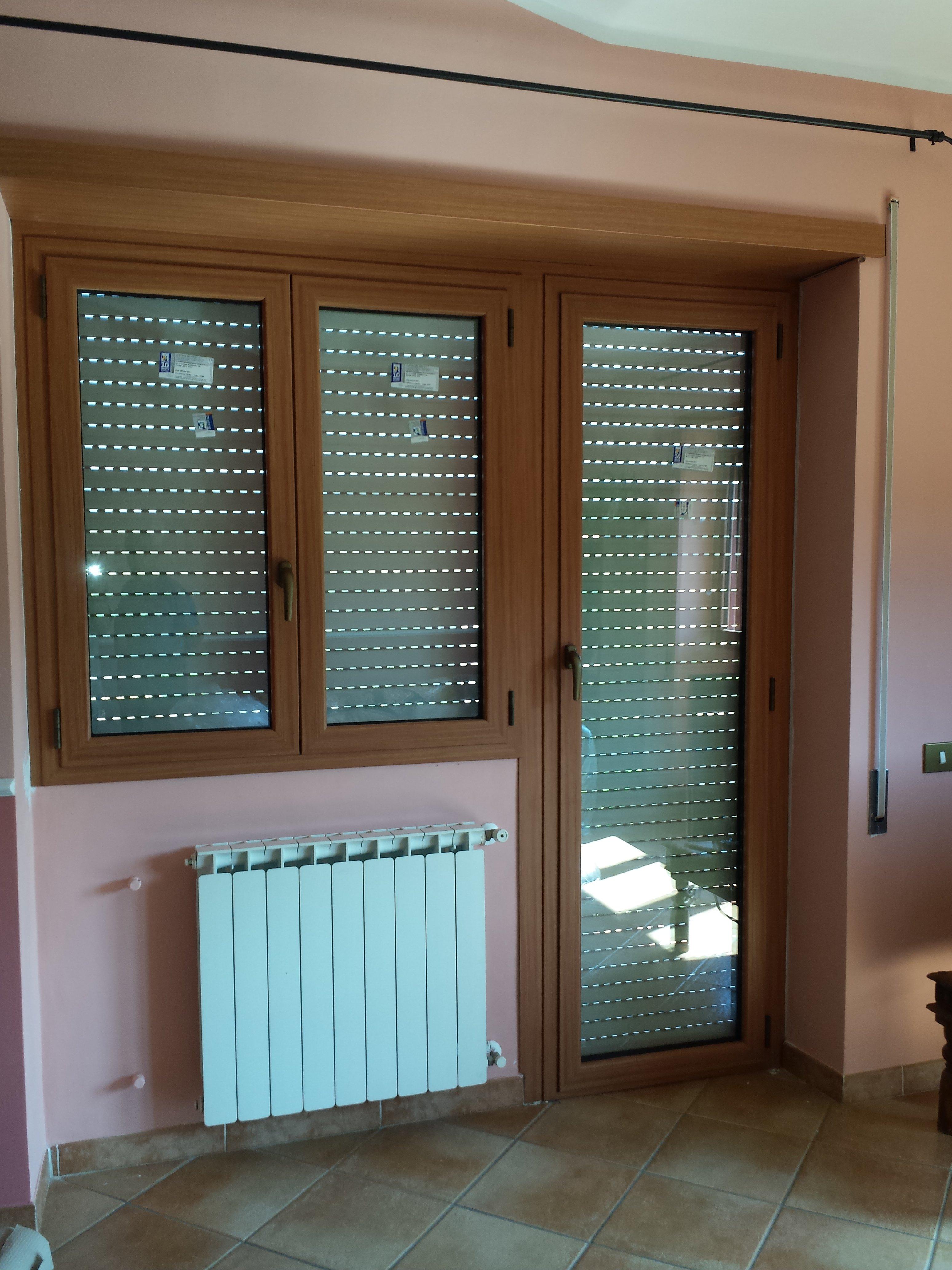 Porta e finestra in legno e vetro