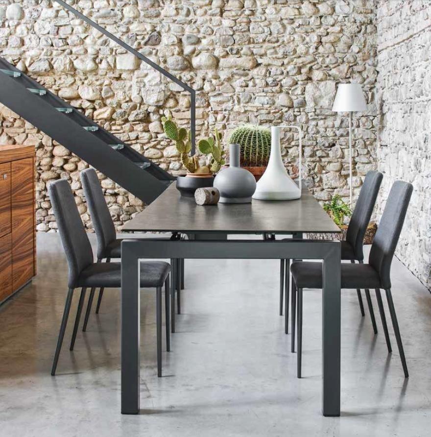 Tavoli e sedie torino arredamenti traiano for Tavolo giove calligaris