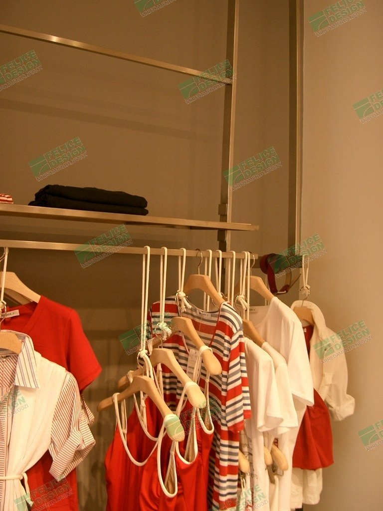 Abbigliamento Persona, espositori per abbigliamento