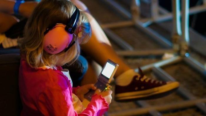 Decibel assordanti, udito dei giovani a rischio