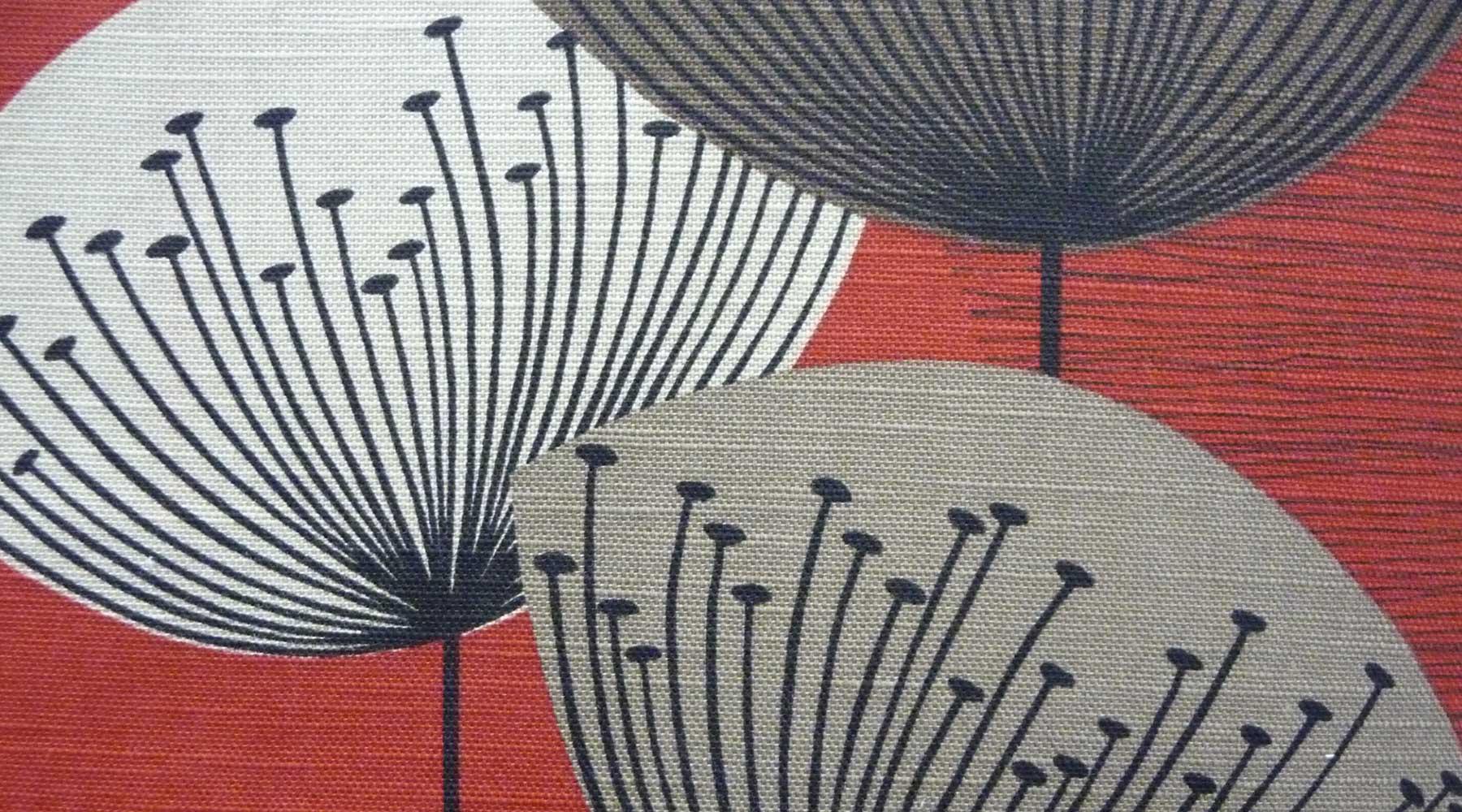 Tre disegni di pioppi di color grigio