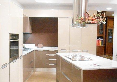 Montaggio di arredamento, mobili su misura, cucine country