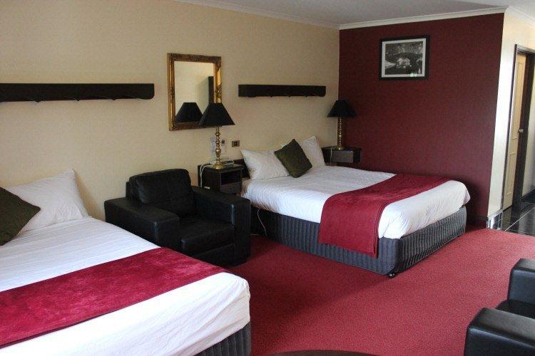 Colonial Hotel business queen bedroom