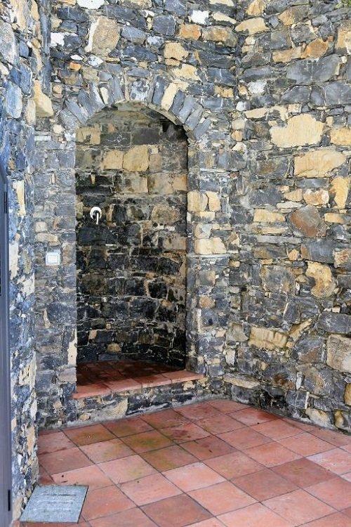 vista di un muro in pietra