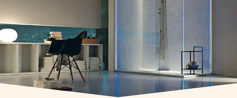 Vista della cabina doccia di un bagno moderno a Salerno
