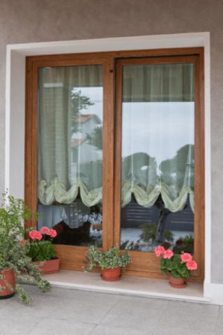 finestra e serramenti in legno