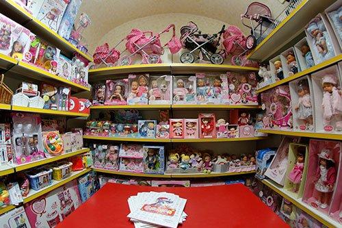 delle scatole di bambolotti per bambine