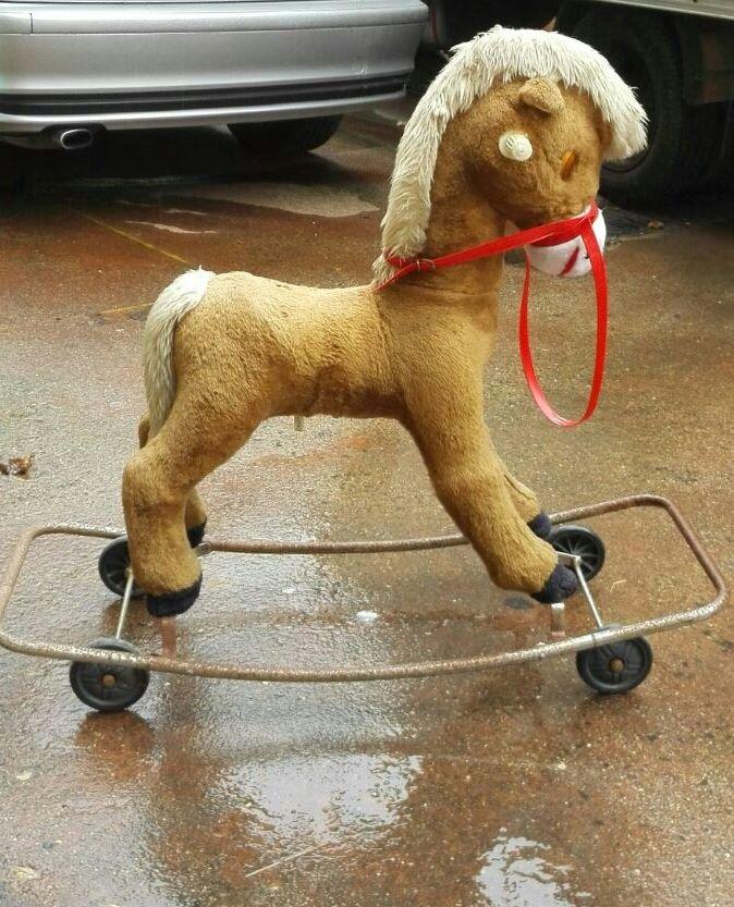 un cavallino con le ruote