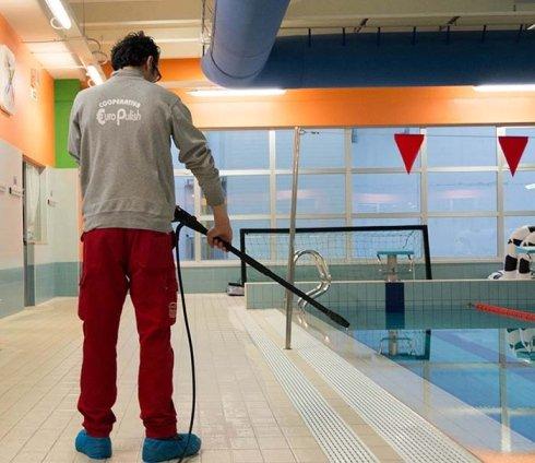 manutenzione piscine, pulizia piscine, pulizia bagni