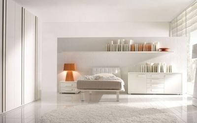 Cameretta in legno bianco