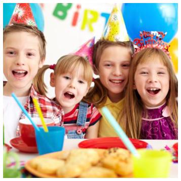 bimbi durante festa di compleanno