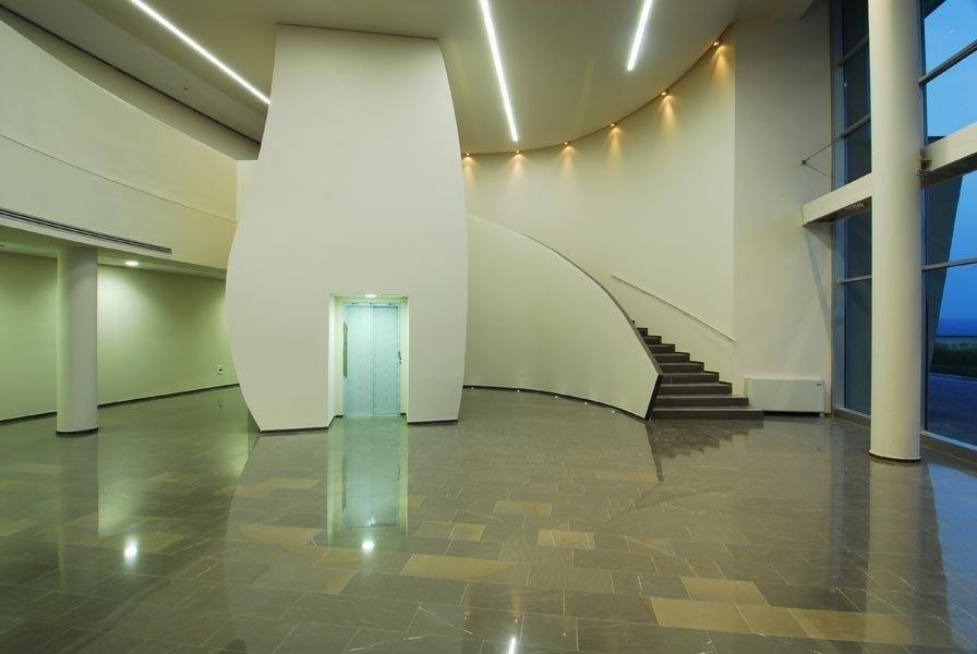 pavimento lucido in pietra piasentina