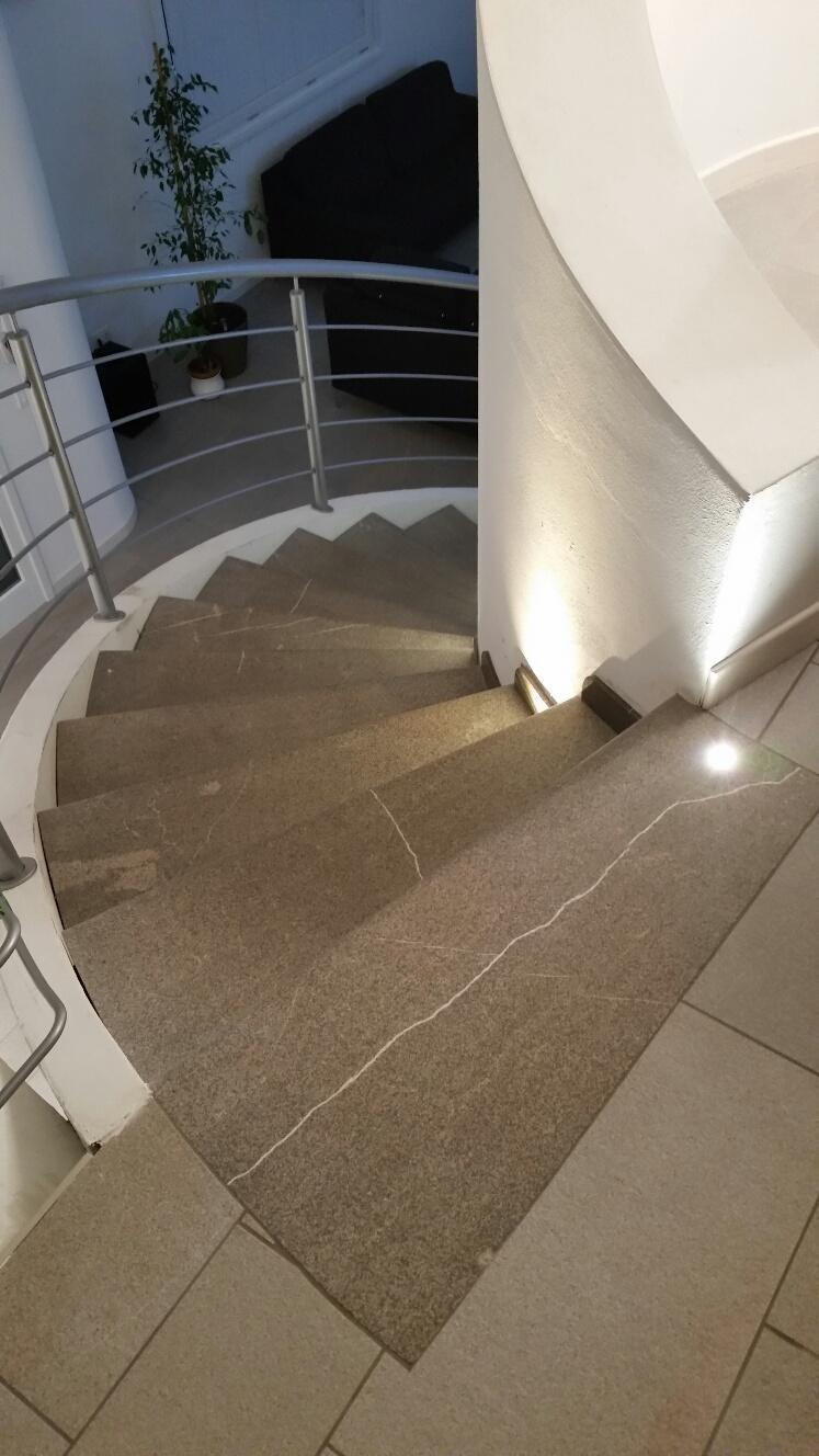 scala interno realizzata in pietra piasentina