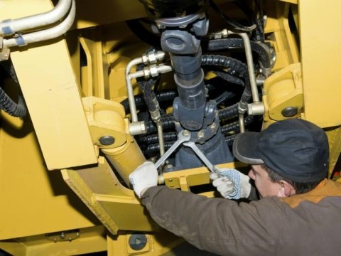 manutenzione trattore