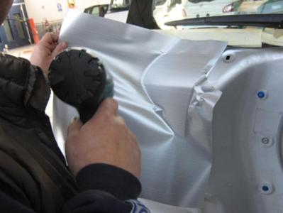 riparazione carrozzeria di un'auto
