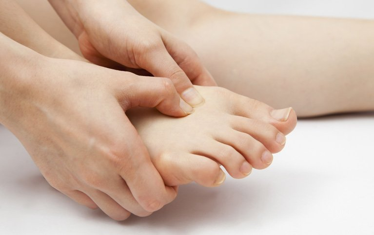 woman-feet-pain