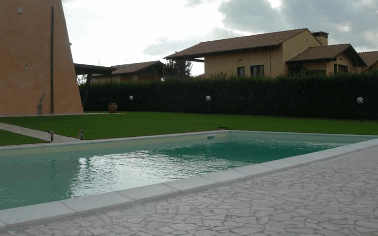 realizzazione ambienti esterni con piscina