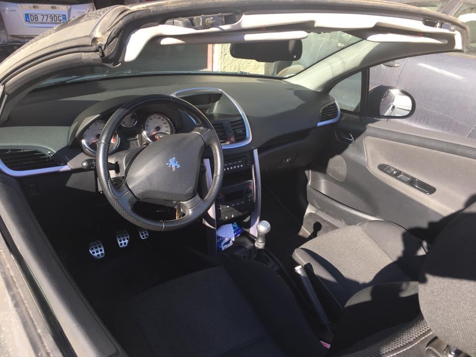 interno auto con volante