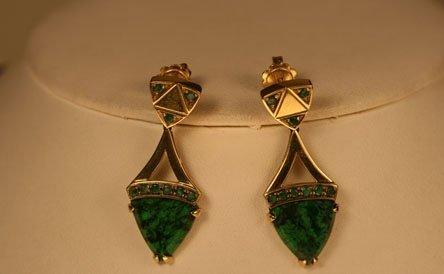 orecchini in oro giallo con giade e smeraldi