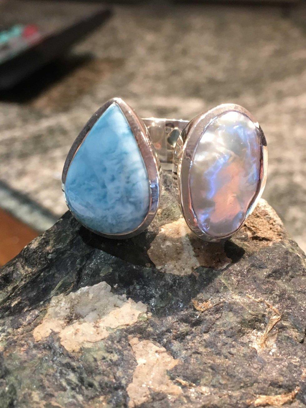 Anello in argento larimar e perla