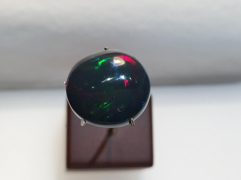 Opale nero etiope naturale