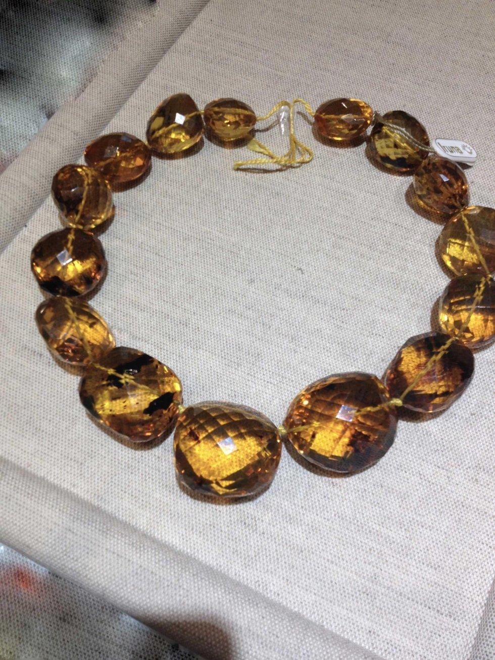 Collana in oro e pietre