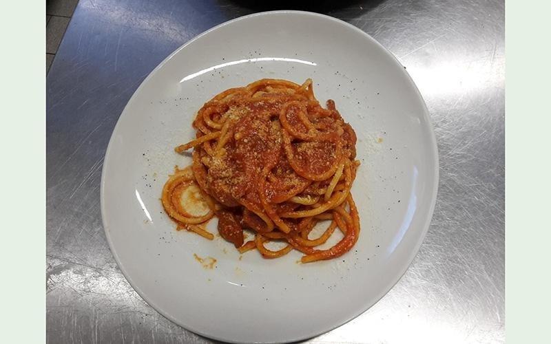 spaghetti al sugo di pomodoro