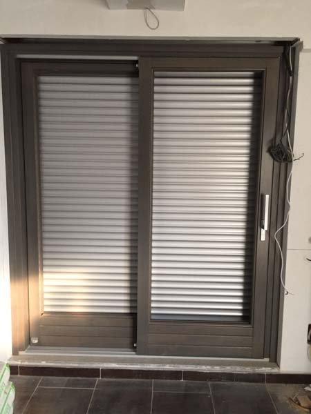 finestra con tapparella abbassata