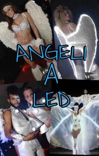 ballerini durante uno spettacolo chiamato ANGELI A LED