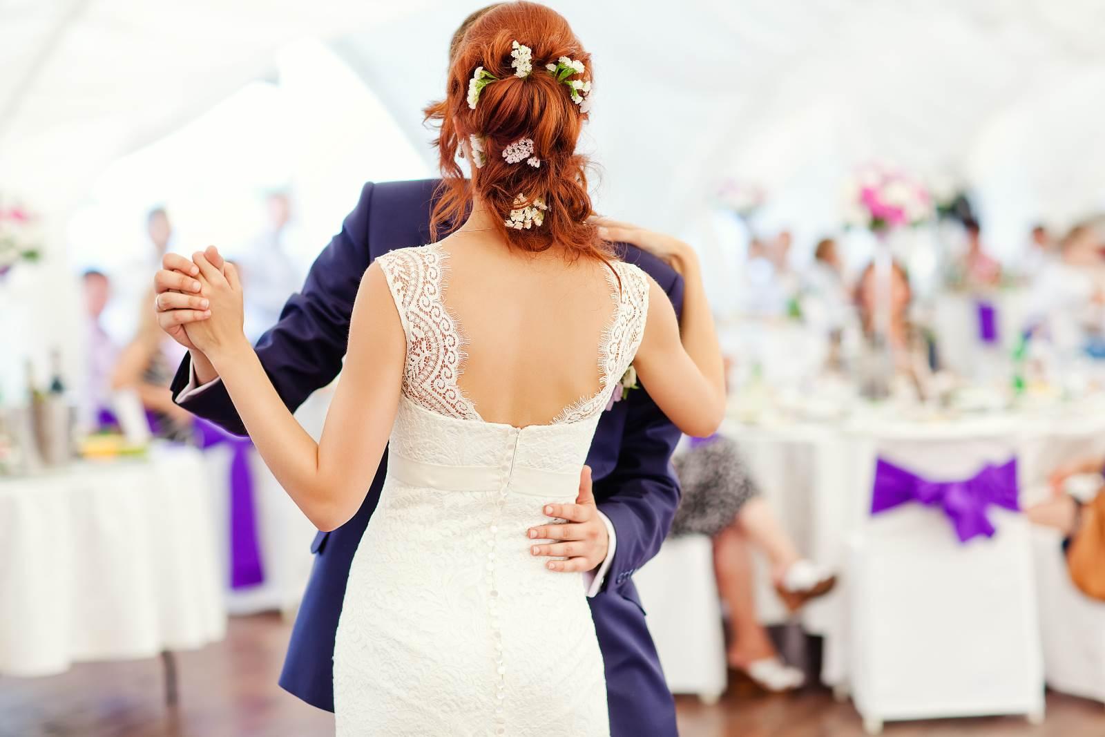 danza tra sposi durante cerimonia di nozze