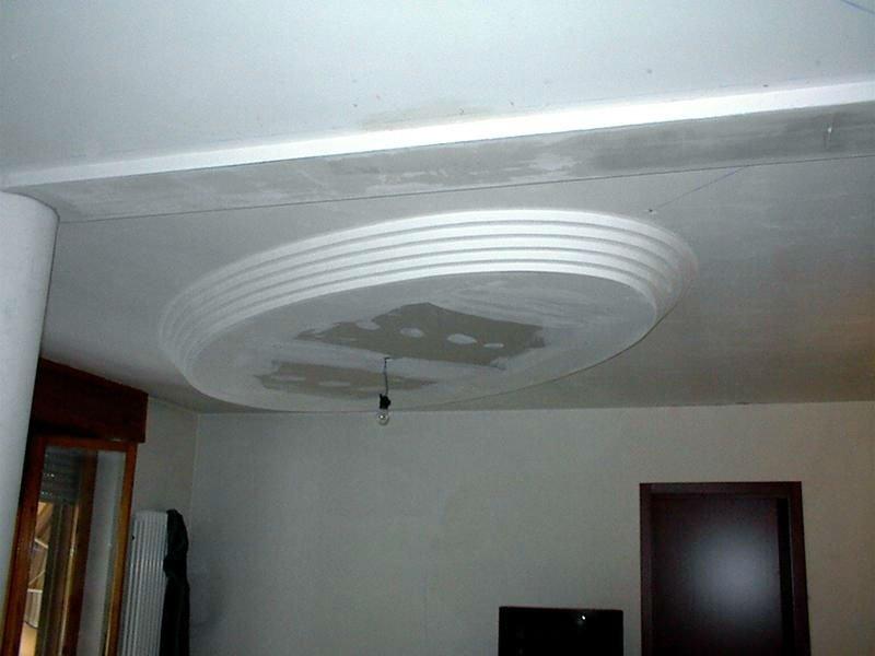 Progettazione di cartongesso ovale nel tetto