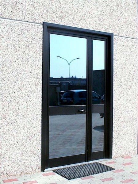 Porta di accesso di alluminio nero e vetro
