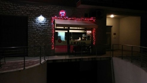 la pizzeria di sera