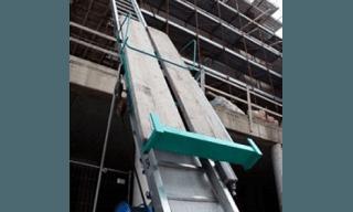 Elevatore a scala per materiali