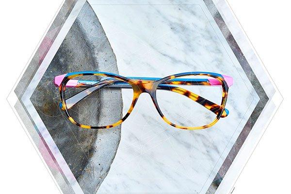 degli occhiali da vista leopardati