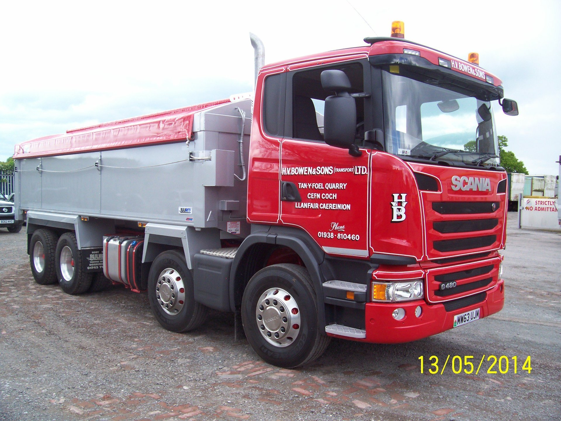 SCANIA truck carrying building supplies