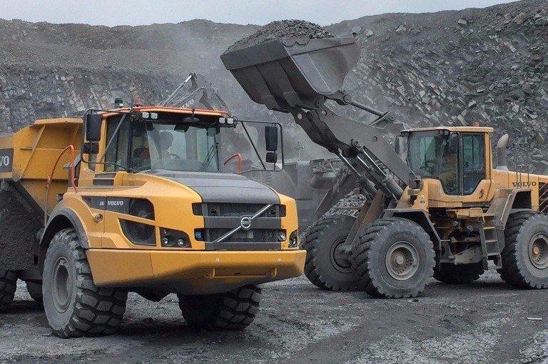 unloading building stone
