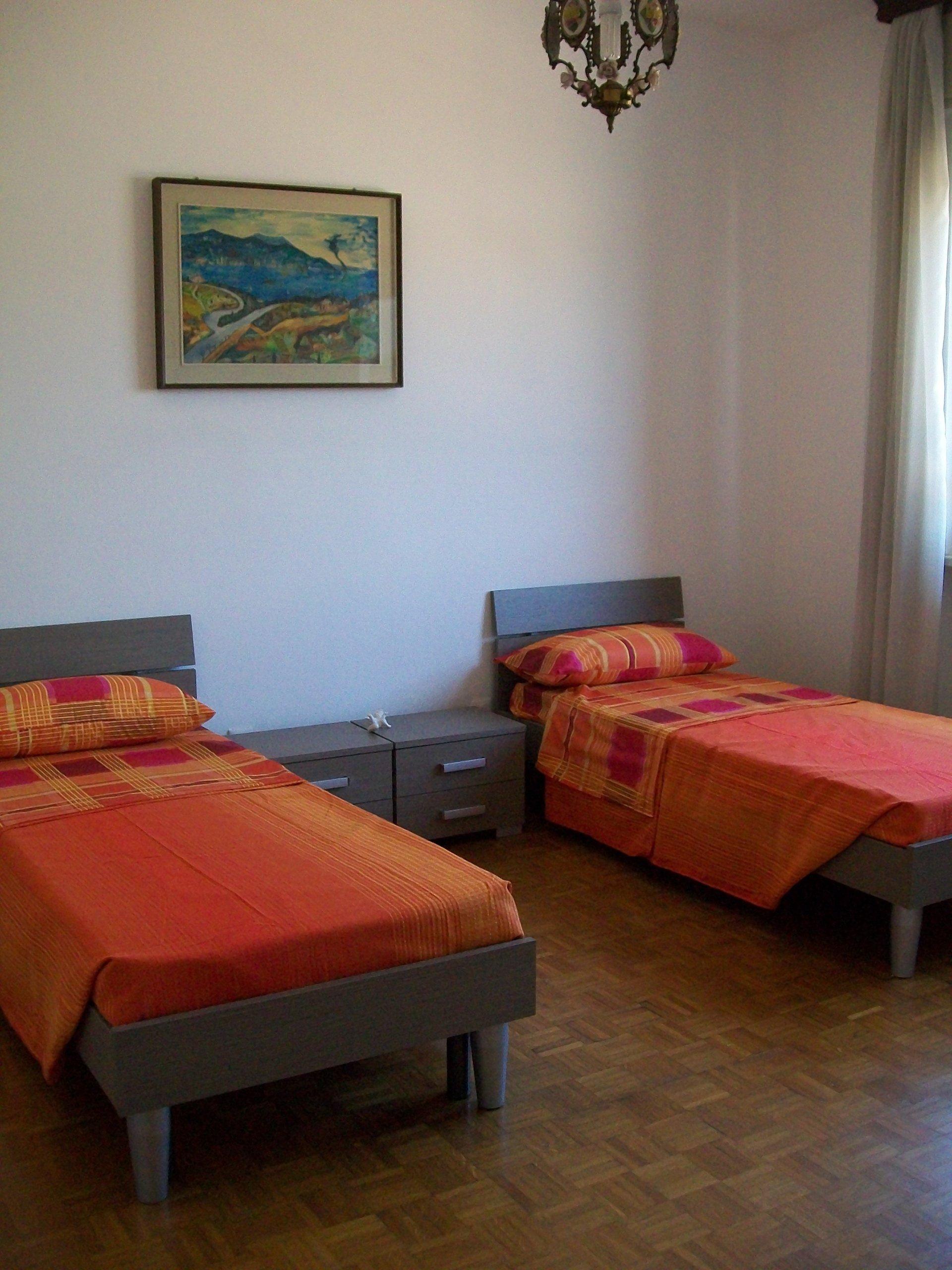 due lettini di una camera per anziani