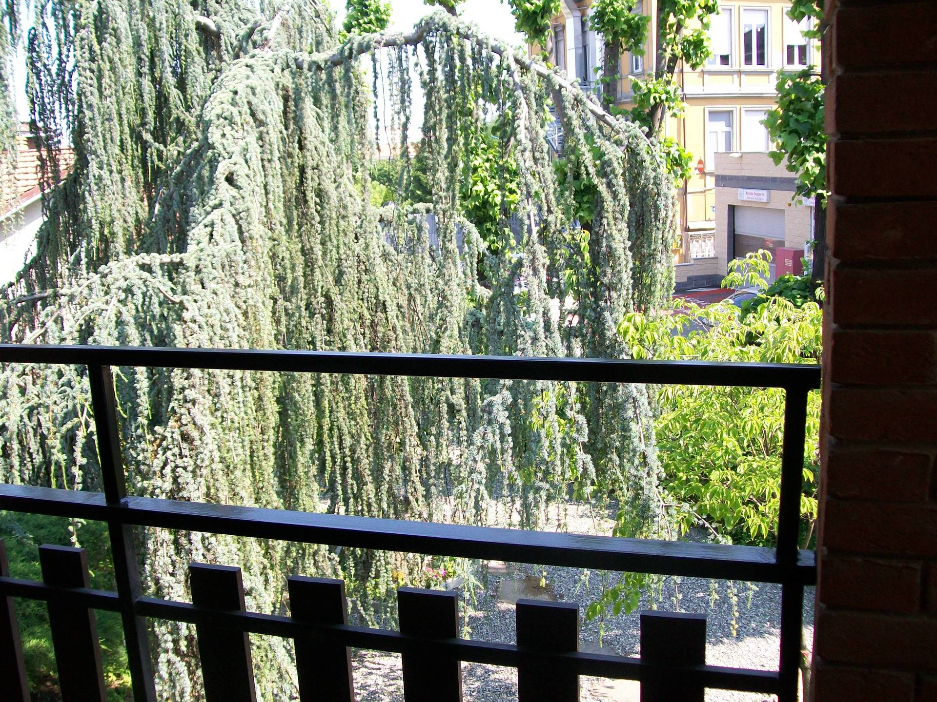 balcone che affaccia sul giardino