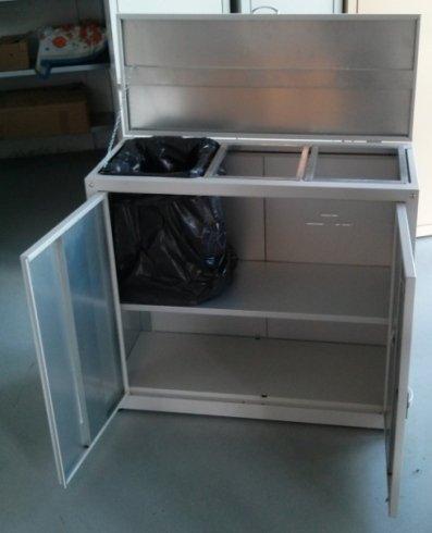 armadietto rifiuti in ferro