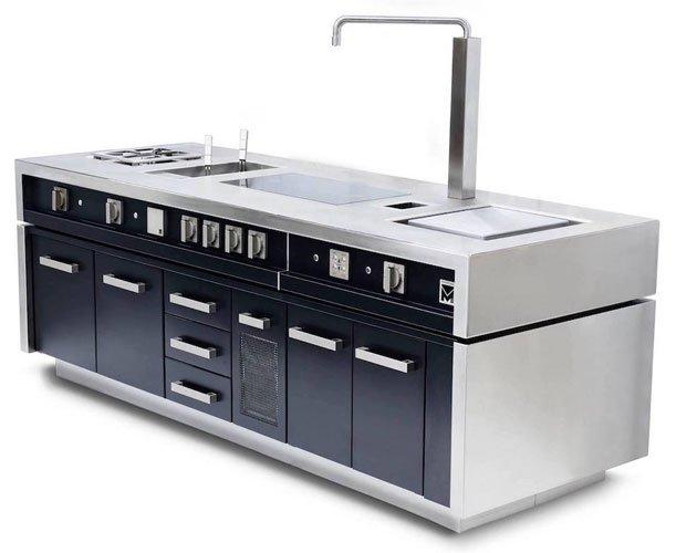 un blocco cucina in acciaio e di colore nero