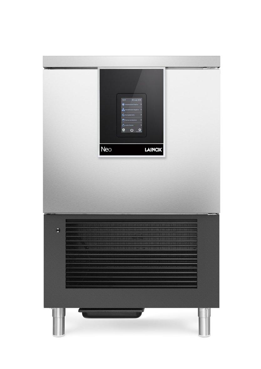 un forno con schermo digitale