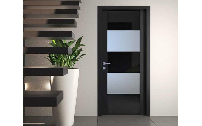 Porta in legno laccato opaco lucido nero